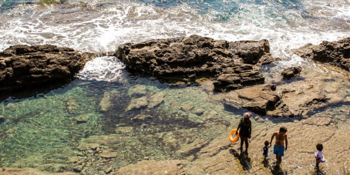 Segurança na praia - Evite os costões foto