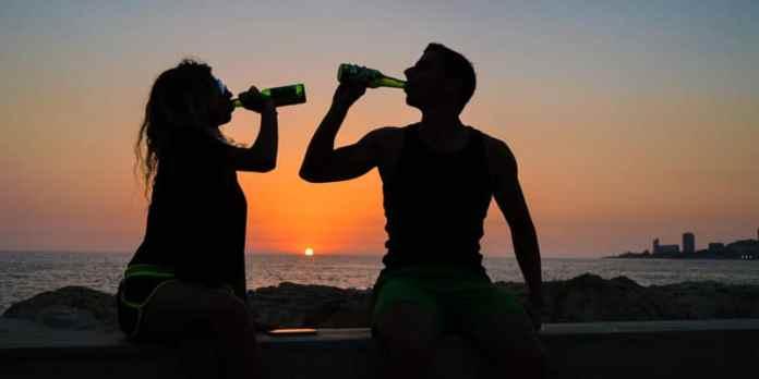 Segurança na praia - Sob efeito de álcool/drogas e alimentos pesados foto