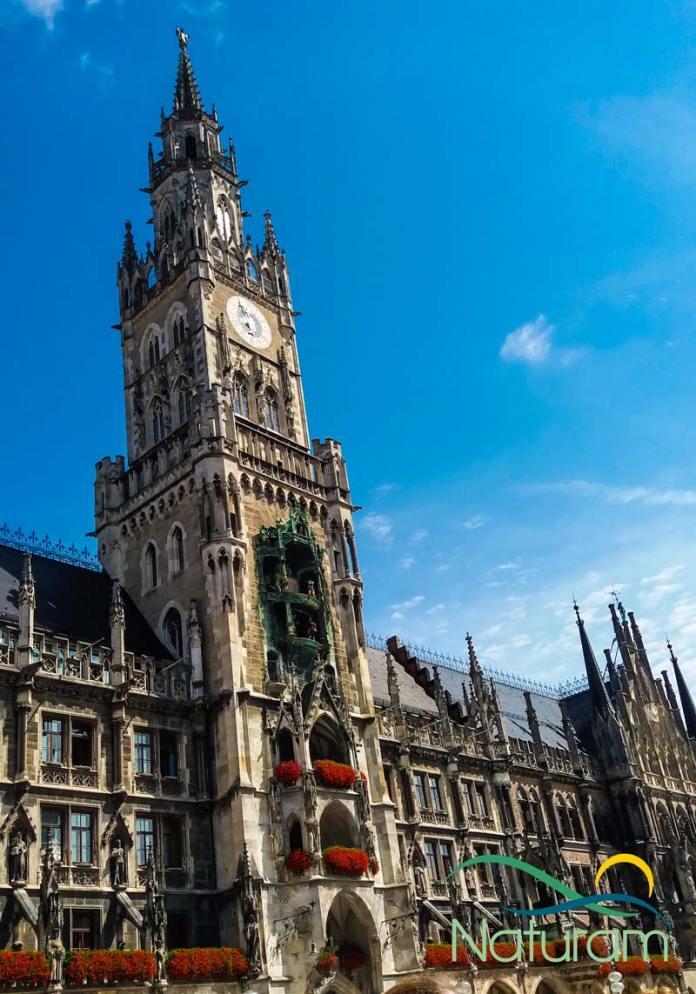 Pontos turísticos em Munique - Marienplatz foto