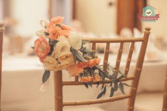 Menyasszonyi szék élővirágokkal
