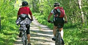 2 Radfahrer auf dem Radwanderweg Lechtal