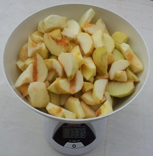 Pommes nettoyées pour la compote