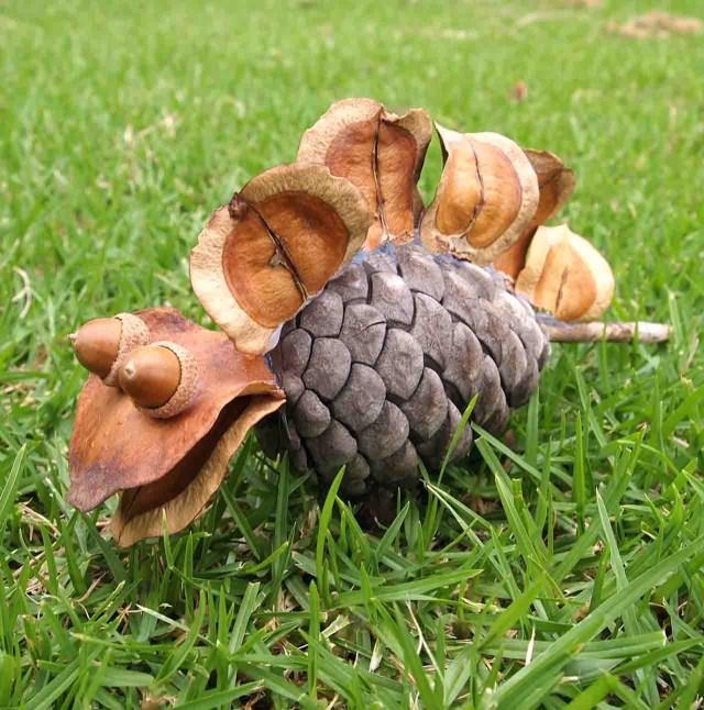 kids-nature-craft-cool-pinecone-dinosaur