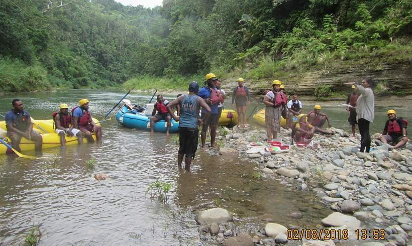 Exploring River Inhabitants with Landowners of the Upper Navua Conservation Area