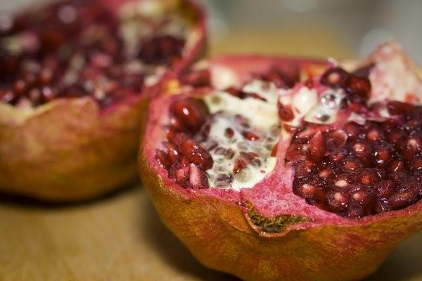 http://images.quickblogcast.com/5/5/5/9/7/288139-279555/PomegranateInterior.jpg?a=61