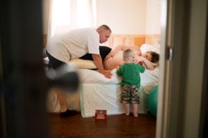 combien de temps attendre à la maison avant le départ à la maternité ?