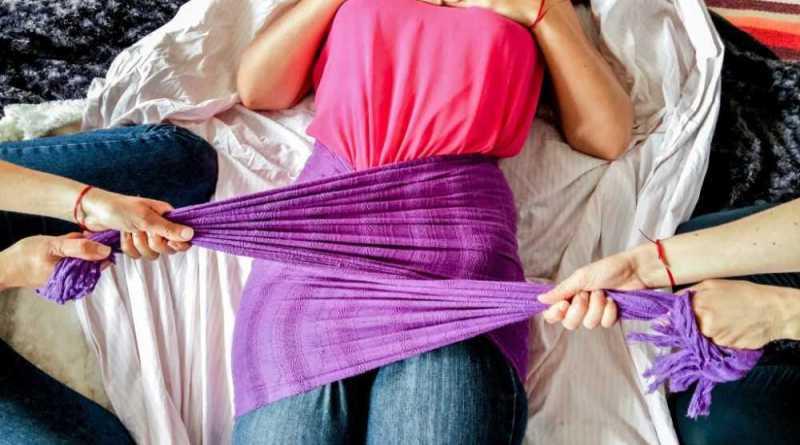 Comment resserrer son bassin après l'accouchement ? Grâce à un soin rebozo.