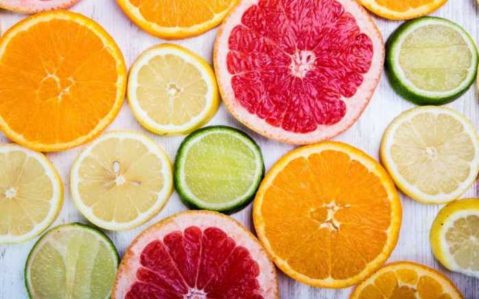 les aliments riches en vitamine C favorisent l'absorption du fer