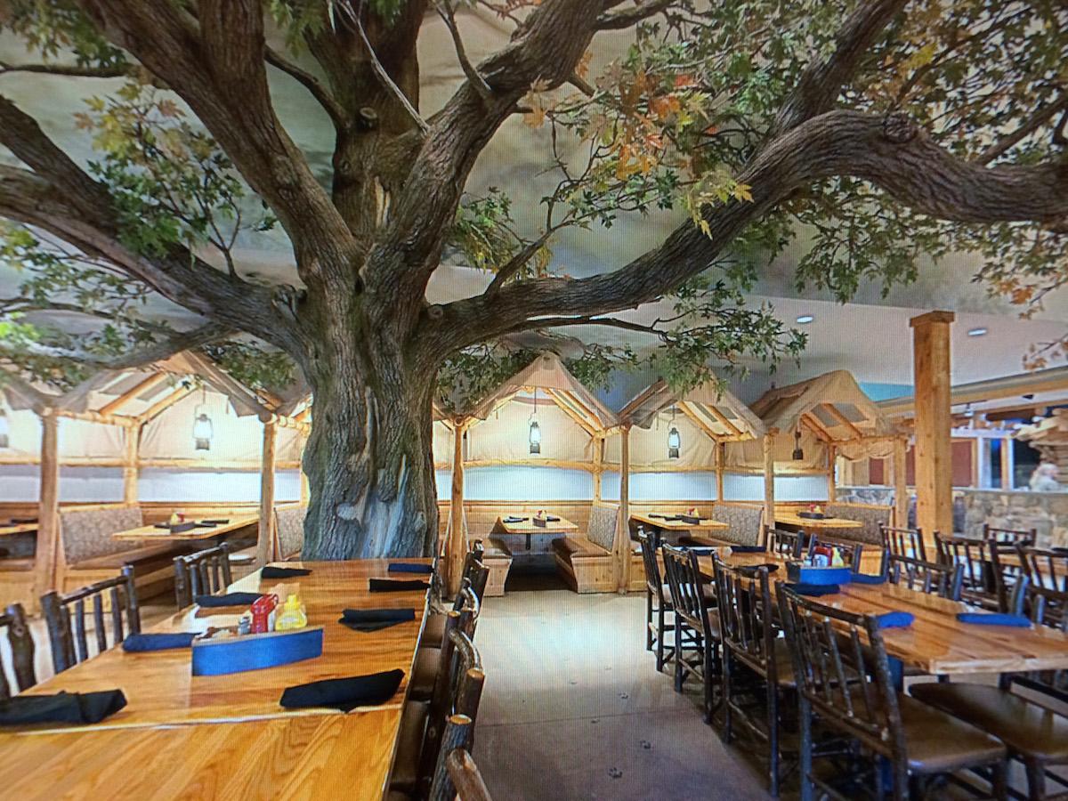 Oak Tree Great Wolf Lodge NatureMaker Steel Art Trees