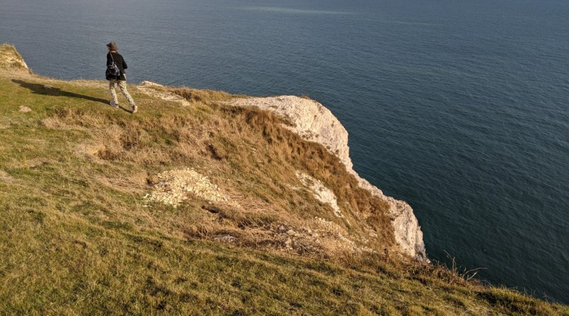 Unfenced cliff at West high Down