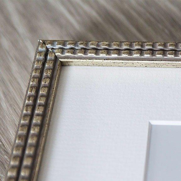 silver square fine art frame corner and mat