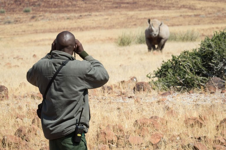 Rhino-tracking-on-foot-(3)