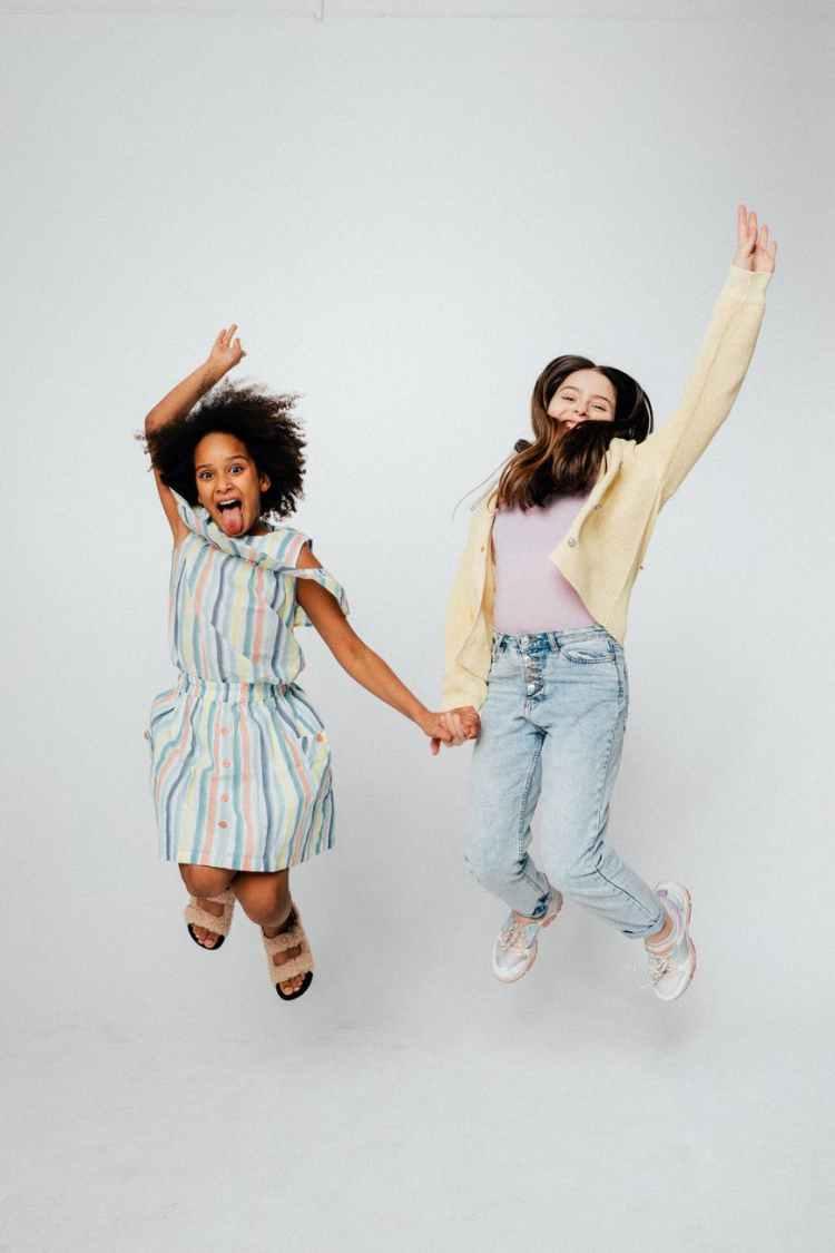 girls doing a jump shot