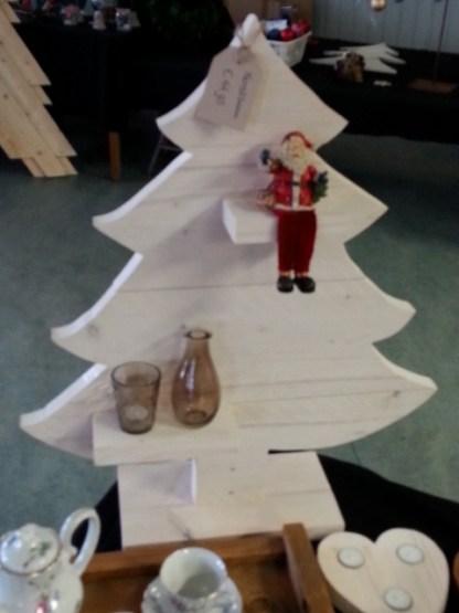 Kerstboom van Steigerhout in White-wash met decoratie