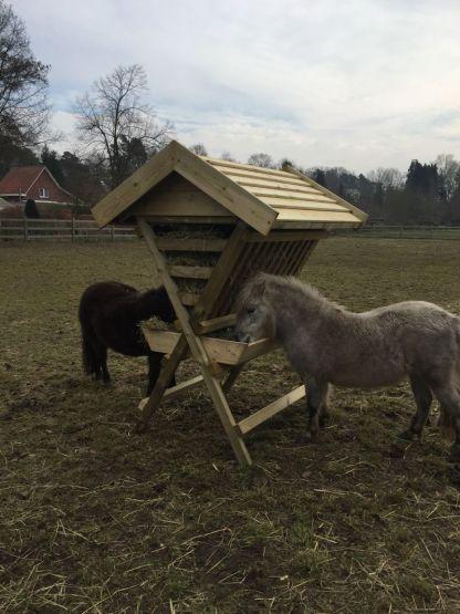 Hooiruif voor ponys en kleine paarden in de wei