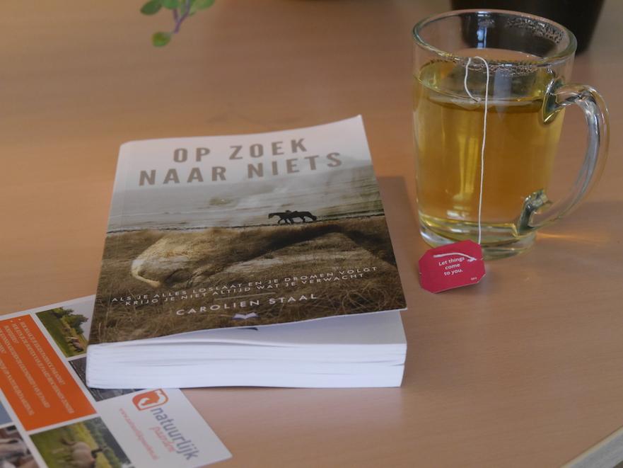 Natuurlijk Paarden las: Op zoek naar niets van Carolien Staal