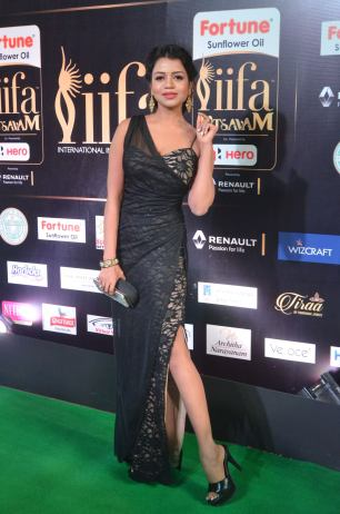 bhavya sri hot at iifa awards 2017 DSC_14670521