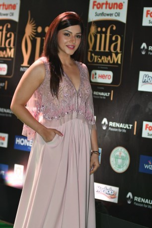mehreen pirzada kaur hot at iifa awards 2017 HAR_58690003