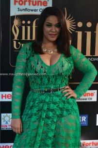 mumaith khan hot at iifa awards 2017 DSC_16280682_wm