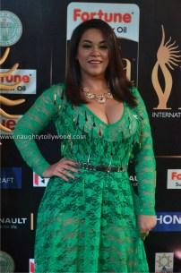 mumaith khan hot at iifa awards 2017 DSC_16480702_wm
