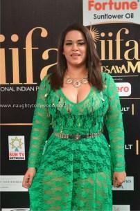 mumaith khan hot at iifa awards 2017 DSC_17120763_wm