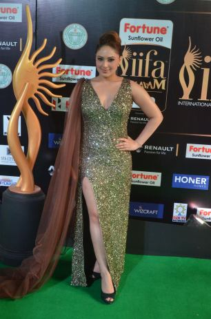 nikesha patel hot at iifa awards 201721
