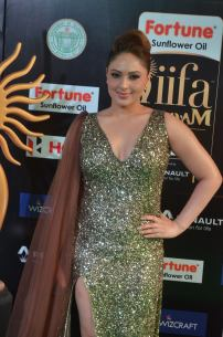 nikesha patel hot at iifa awards 201725