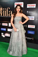 RASHI KHANNA hot at iifa awards 2017HAR_60950069