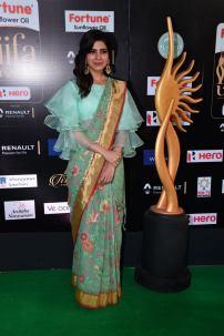 samantha hot at iifa awards 2017HAR_60880056