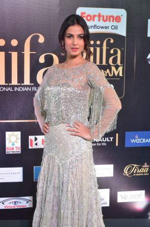 sonal chauhan hot at iifa awards 201710