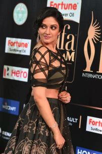 vimala raman hot at iifa awards 201744