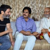 pawan kalyan and trivikram meets kasi viswanath