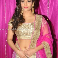 Special Feature - Ritika singh hot navel show HD images