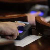 Депутати плащат 3 хиляди лв. да станат доктори
