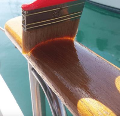 entretien du bois vernis bateau