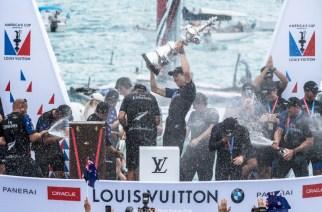 Peter Burling y Emirates Team New Zealand ganan la 35ª Copa América