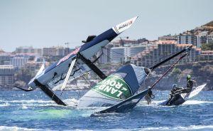 Extreme Sailing Series. Dramatico vuelco del Red Bull Sailing Team