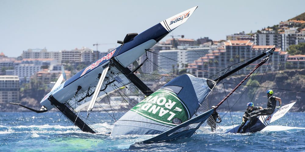 Extreme Sailing Series. Dramatico vuelco del Red Bull Sailing Team