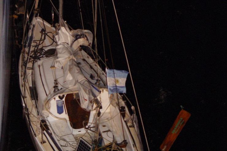 20 horas a la deriva en un velero sin timón