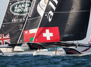 Fuerte choque entre NZ Extreme Sailing Team y Red Bull Sailing Team