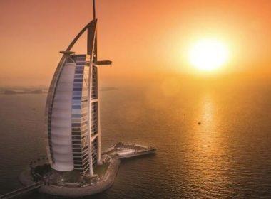 Hotel Burj Al Arab, en Dubai, con forma de velero.