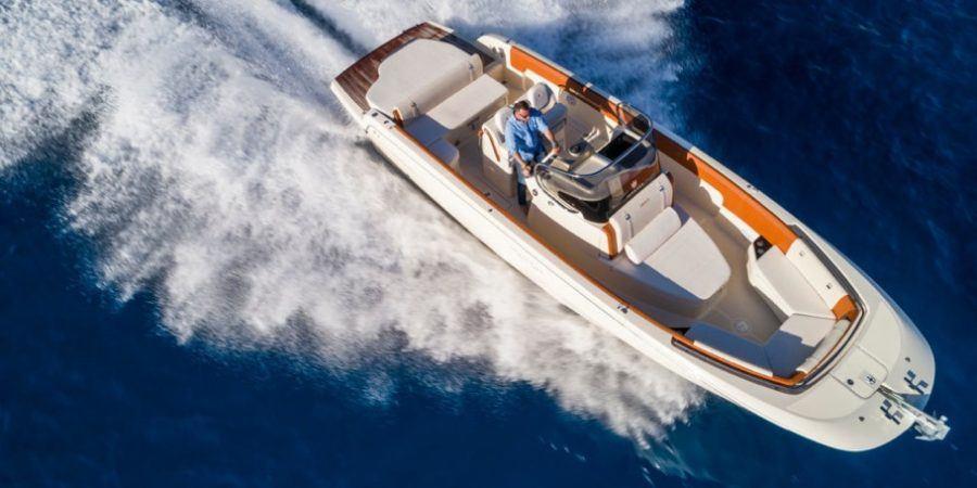 INVICTUS 280SX.Un yate para vivir el verano mar adentro.