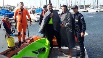 Rescatan a dos kayakistas a la deriva en Mar del Plata