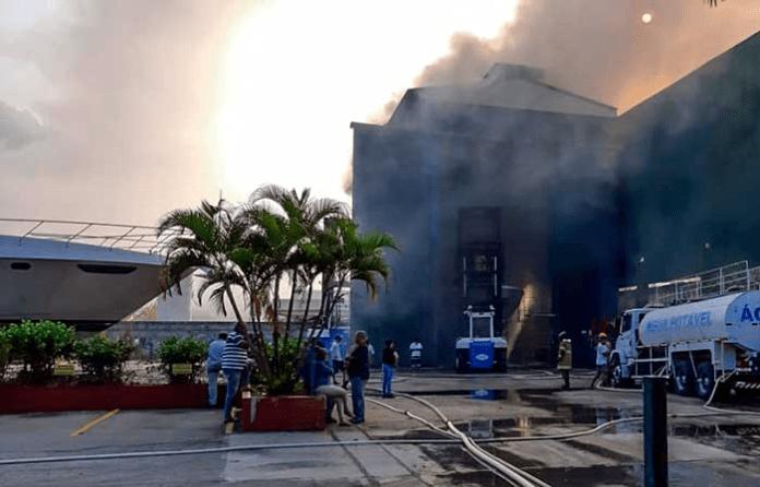 Incendio en el Polo Industrial Náutico
