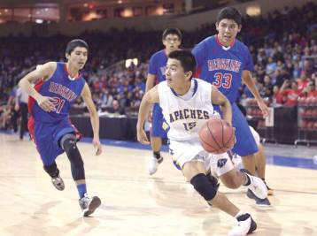 Navajo Times | Donovan Quintero Fort Thomas Apache Brad Johnson (15) looks for a way around Red Mesa's Hunter Pipkin (21) and Ricky Nakai (33) Feb. 23 during the Arizona 1A boys semifinals at the Prescott Valley Events Center in Prescott Valley, Ariz.