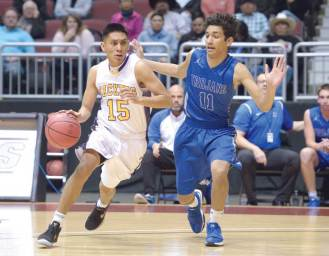 Navajo Times | Donovan Quintero Blur Ridge Yellowjacket Darrien Burnette (15) takes the ball around the Valley Christian Trojan player on Saturday in Glendale, Ariz.