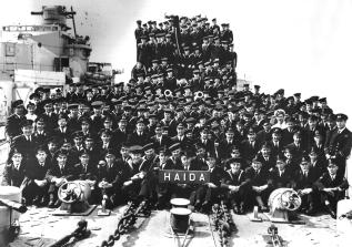 The original commissioning crew of HMCS HAIDA (1943).