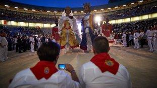 Actuación de múltiples bandas de música en la plaza de toros de Pamplona en el centenario de La Pamplonesa. MIGUEL OSÉS