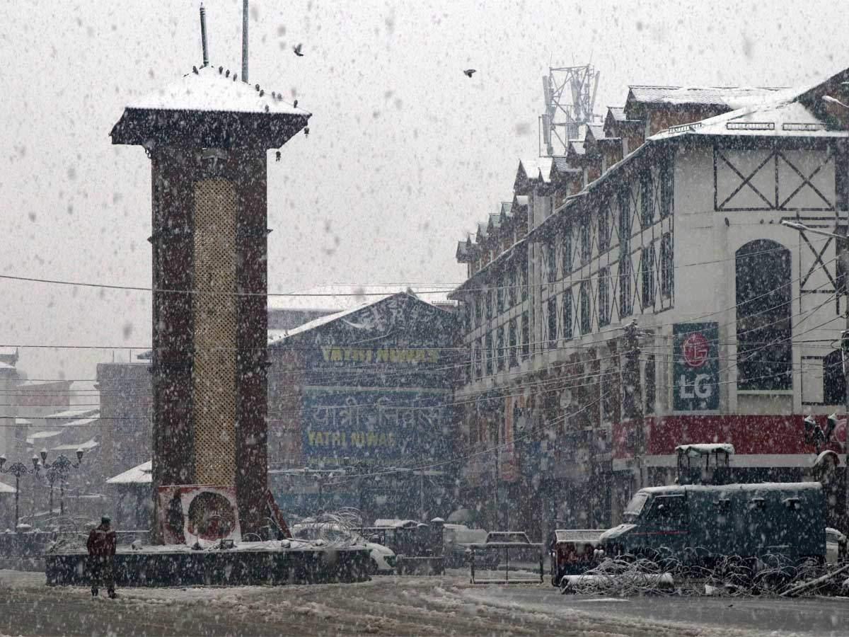 कश्मीर में गुजरी सीजन की सबसे ठंडी रात, श्रीनगर में -0.9 और पहलगाम में -2.7 तापमान