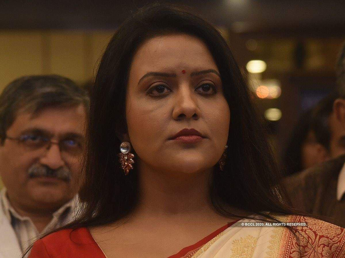 Amrita Fadnavis's new song released, found 6 thousand likes to 39 thousand dislikes